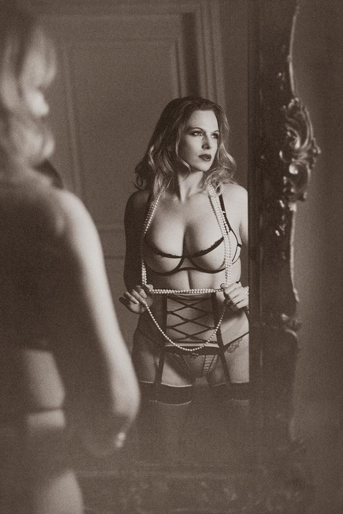 party-boobs-hotel-erotica-model-behavior-celebreties