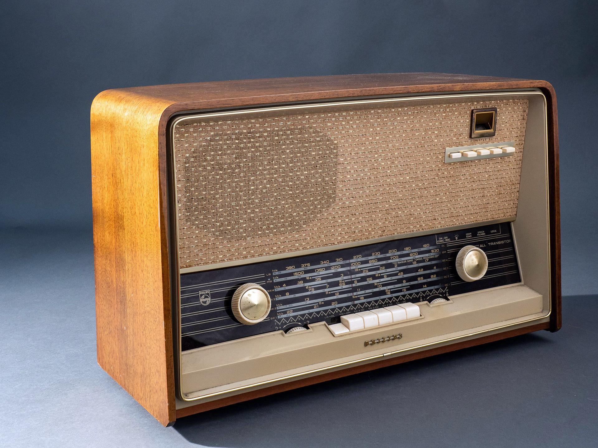 заранее картинки первых радиоприемников тут встает вопрос
